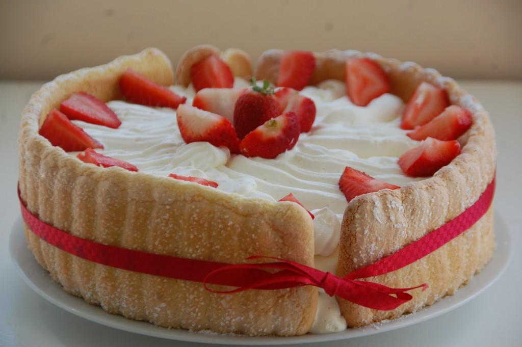Charlotte aux fraises et sa bavaroise de fromage blanc