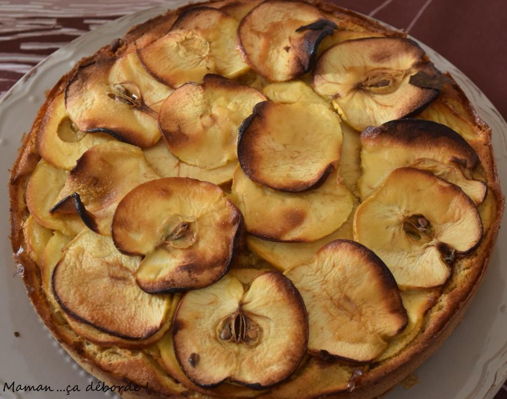 Gâteau de pommes au sirop d'érable - Maman...ça déborde