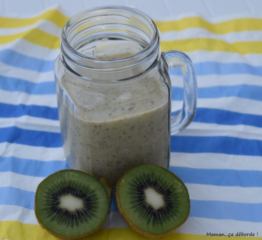 Smoothie banane kiwi au lait d'amande