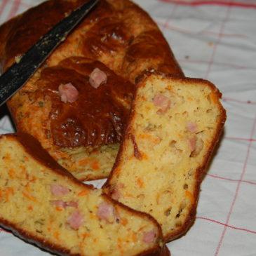 Cake jambon, emmental et carotte