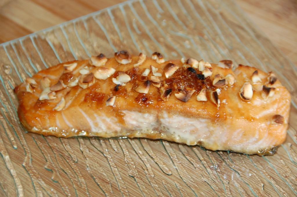 Saumon caramélisé au sirop d'érable et noix de cajou