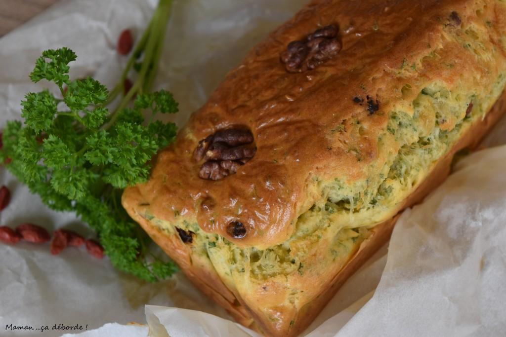 Cake persil, noix et goj